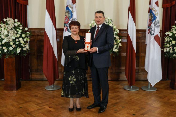 Skolotāja Vija Cerusa saņem Valsts augstāko apbalvojumu